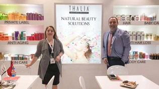 """Akten Kozmetik, Thalia Natural Beauty markasıyla Ukrayna'nın önemli network marketing şirketlerinden Unice Multibrand'ın 2019 UniceAwards'ında """"Yılın Favori Markası"""" seçildi"""
